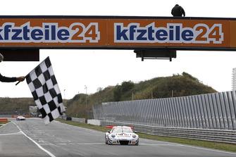 Race winner #99 Precote Herberth Motorsport Porsche 911 GT3 R: Robert Renauer, Mathieu Jaminet