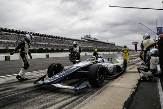 Max Chilton, Carlin Chevrolet, aux stands