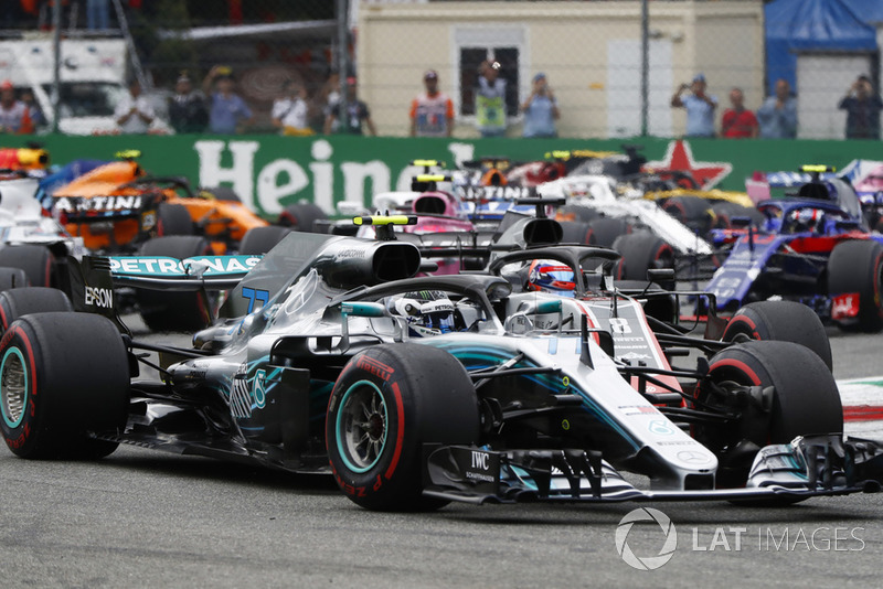 Valtteri Bottas, Mercedes AMG F1 W09, leads Romain Grosjean, Haas F1 Team VF-18