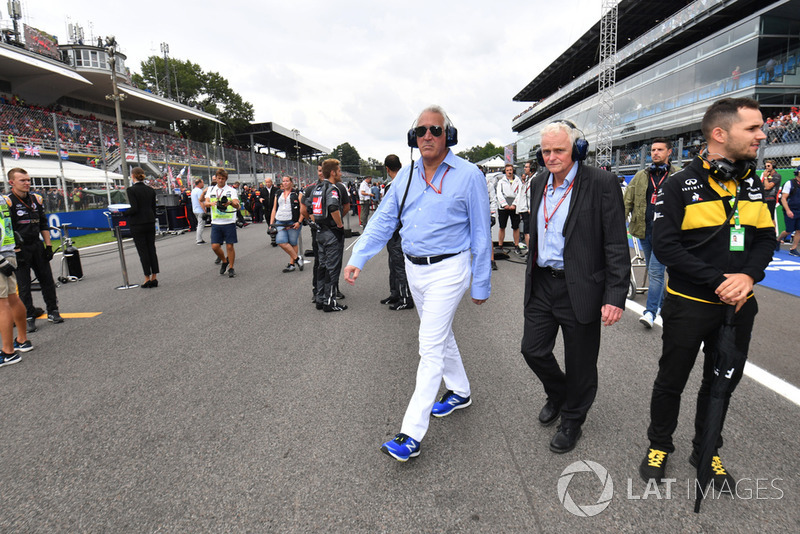 Lawrence Stroll, propietario de Racing Point Force India F1 Team en la parrilla