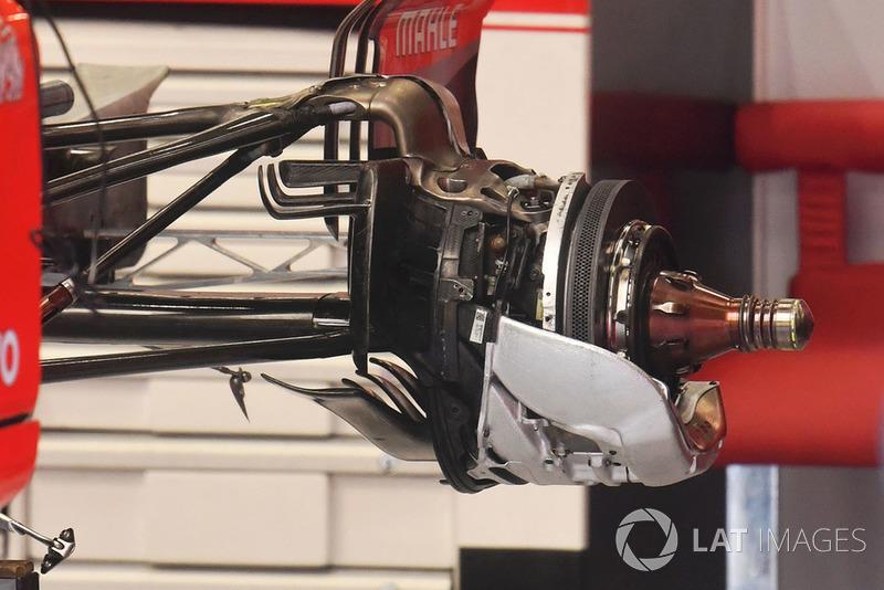Задние тормоза и колесная ступица Ferrari SF71H