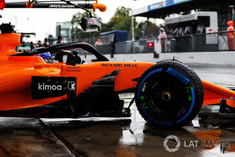 Fernando Alonso, McLaren MCL33, leaves the garage