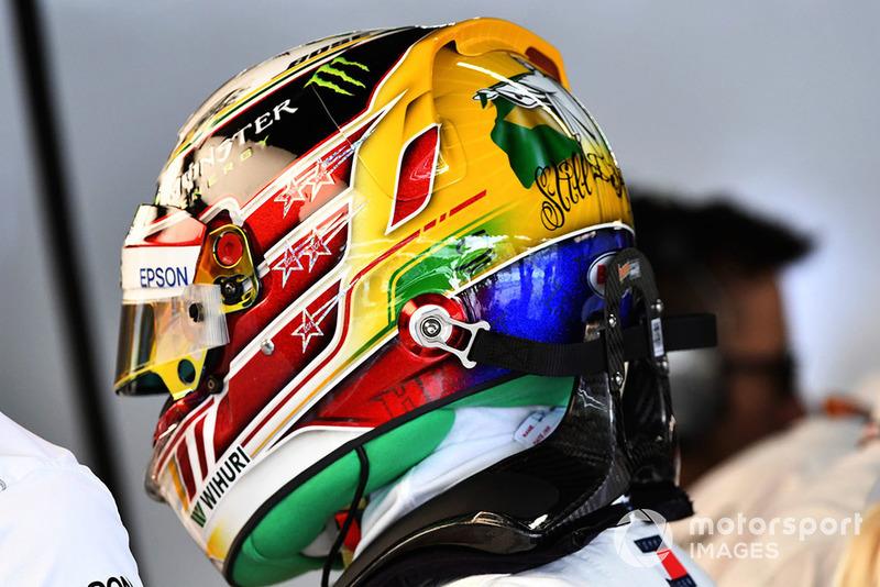 Hamilton ya luce cinco estrellas de campeón del mundo en su casco