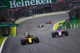 Carlos Sainz Jr., Renault Sport F1 Team R.S. 18, leads Esteban Ocon, Racing Point Force India VJM11