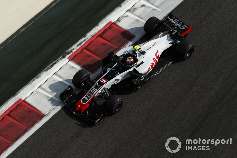 13: Kevin Magnussen, Haas F1 Team VF-18, 1'37.309