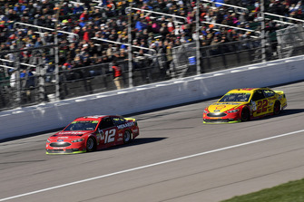Ryan Blaney, Team Penske, Ford Fusion Menards/Wrangler Riggs Workwear and Joey Logano, Team Penske, Ford Fusion Shell Pennzoil