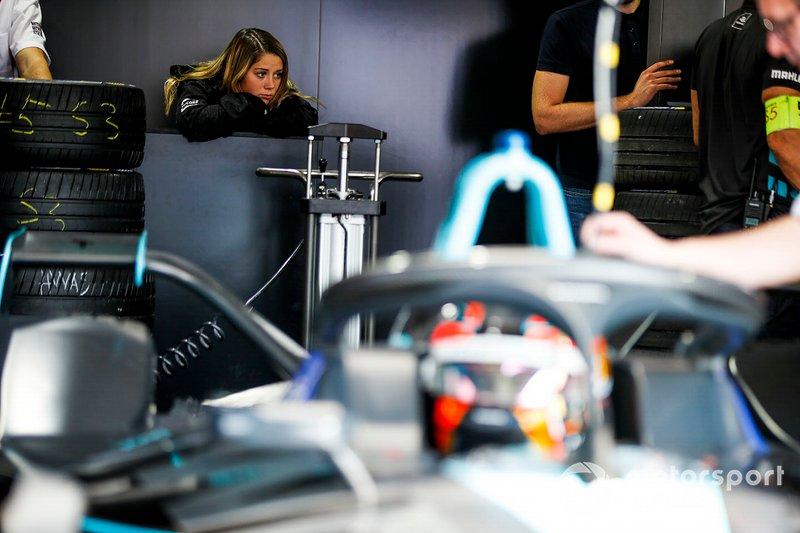 Carrie Schreiner, HWA Racelab, VFE-05 dans le garage
