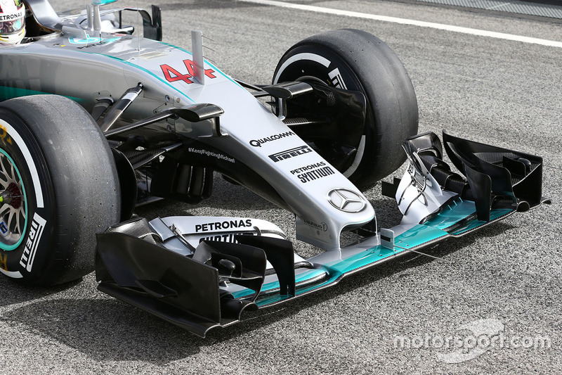 Lewis Hamilton, Mercedes AMG F1 Team W07 front wing