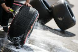Шины Pirelli моют