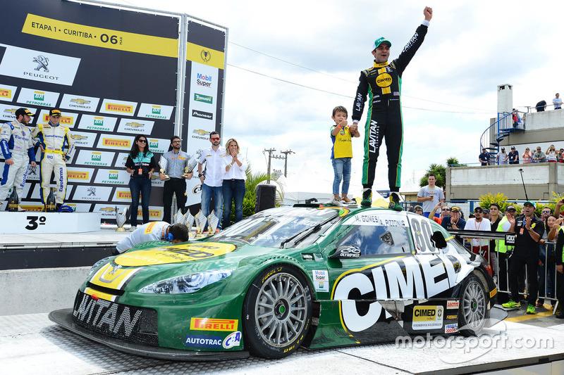 Antonio Pizzonia feiert den Sieg