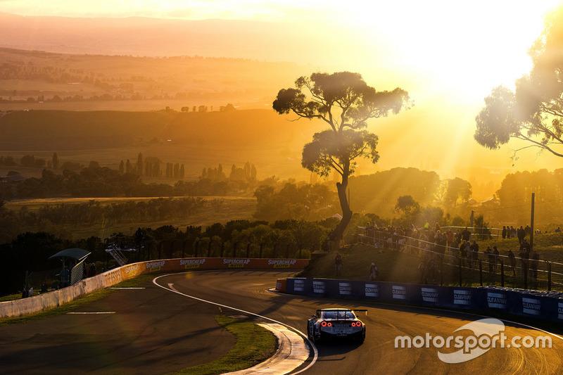 #1 Nissan Motorsports Nissan GT-R Nismo GT3: Рік Келлі, Кацумаса Тійо, Флоріан Штраус