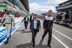 ACO President Pierre Fillon and Alexander Wurz talk to pit out for the start of the session