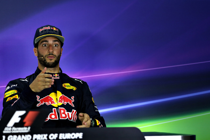 Daniel Ricciardo, Red Racing, Fórmula 1 Grand Prix, 2016 en Bakú, Azerbaiyán.  (Photo by Getty Images/Getty Images) // Getty Images / Red Bull Content Pool  // P-20160618-00836 // Usage for editorial use only // Please go to www.redbullcontentpool.com for further information. //