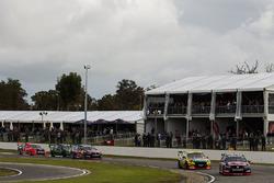 Shane van Gisbergen, Triple Eight Race Engineering Holden dan Chaz Mostert, Rod Nash Racing Ford