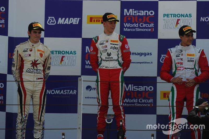 Podio manche A-B: Mick Schumacher, Prema Powerteam, Raul Guzman Marchina, DR Formula, Juan Manuel Co