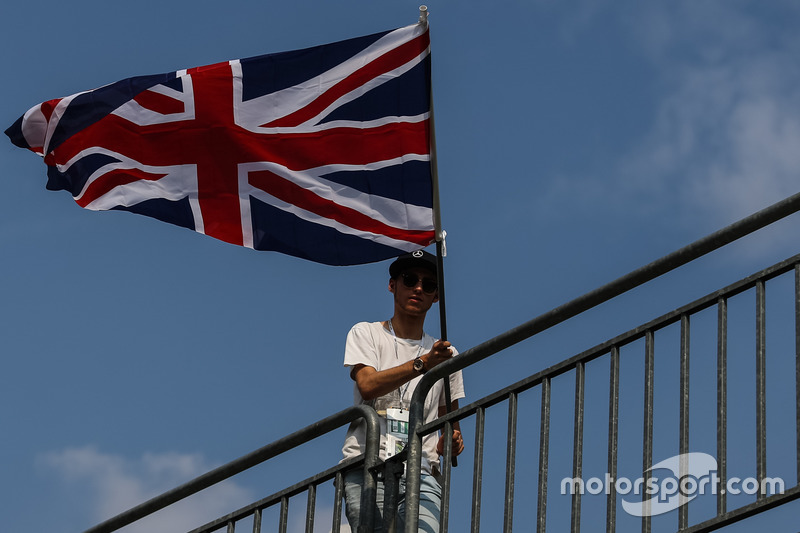 Fan with the Union flag
