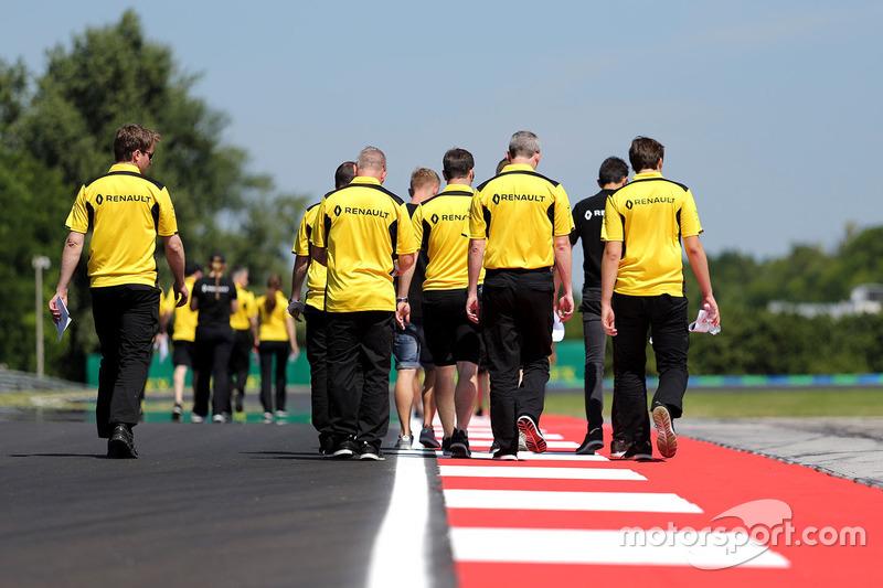 Esteban Ocon, Renault Sport F1 Team und Kevin Magnussen, Renault Sport F1 Team