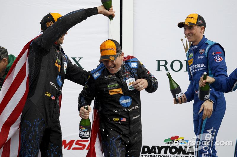 Lluvia de Champagne #10 Wayne Taylor Racing Cadillac DPi: Ricky Taylor, Jeff Gordon