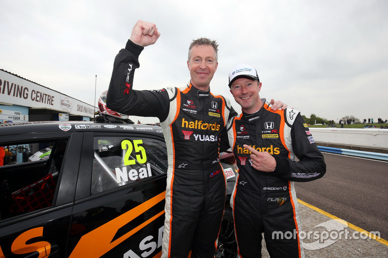 Matt Neal, Team Dynamics Honda Civic Type R and Gordon Shedden, Team Dynamics Honda Civic Type R