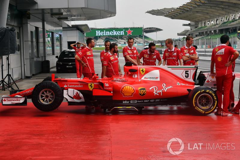 El Ferrari SF70H en el pitlane