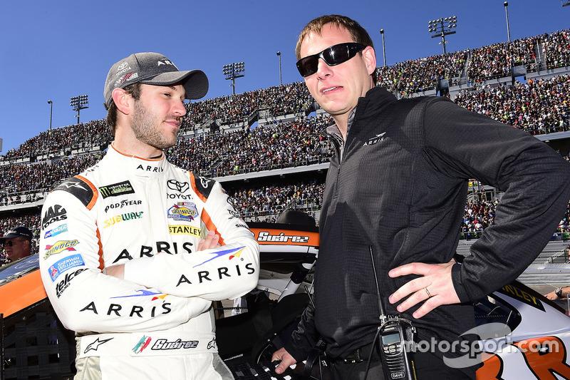 Daniel Suárez, Joe Gibbs Racing, Toyota, mit Crewchief Dave Rogers