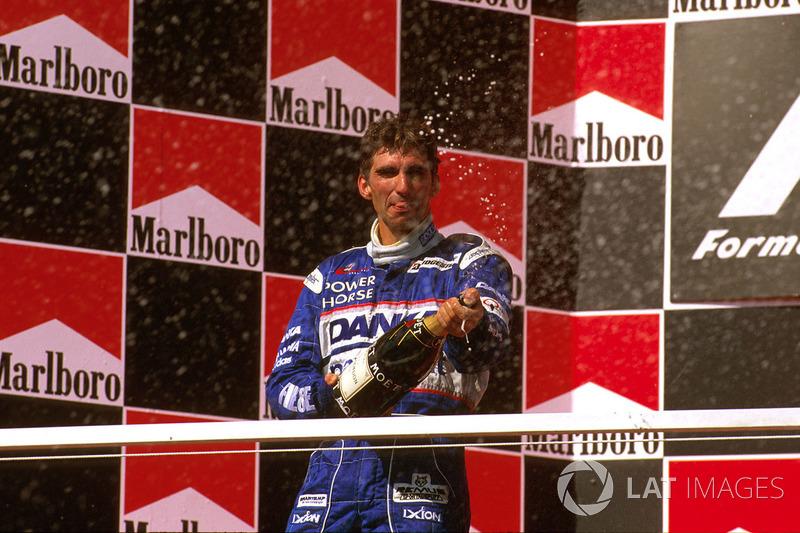 O resultado foi bastante festejado pelo piloto e pela modesta Arrows.