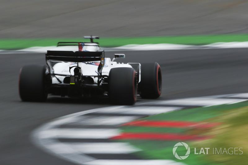 Vuelan chispas desde el coche de Lance Stroll, Williams FW40