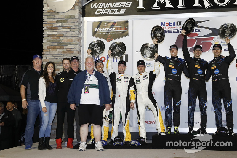Podium der Klassensieger: 1. GTLM: #3 Corvette Racing, Chevrolet Corvette C7.R: Antonio Garcia, Jan Magnussen, Mike Rockenfeller; 1. #10 Wayne Taylor Racing, Cadillac DPi: Ricky Taylor, Jordan Taylor, Alex Lynn
