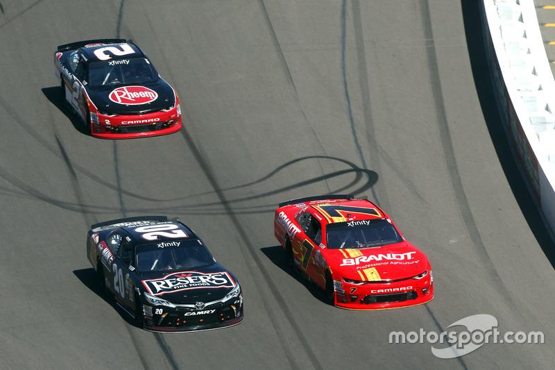 Erik Jones, Joe Gibbs Racing Toyota; Justin Allgaier, JR Motorsports Chevrolet