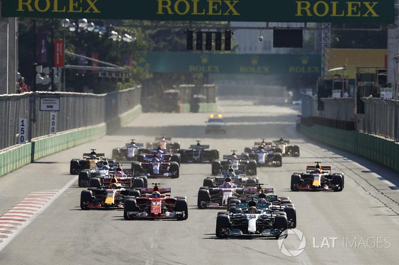 Start: Lewis Hamilton, Mercedes AMG F1 W08, Valtteri Bottas, Mercedes AMG F1 W08, Sebastian Vettel, Ferrari SF70H, Kimi Raikkonen, Ferrari SF70H, Max Verstappen, Red Bull Racing RB13
