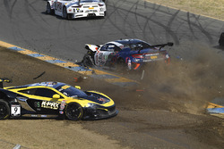 #9 K-Pax Racing McLaren 650S GT3: Alvaro Parente, #43 RealTime Racing Acura NSX GT3: Ryan Eversley kaza