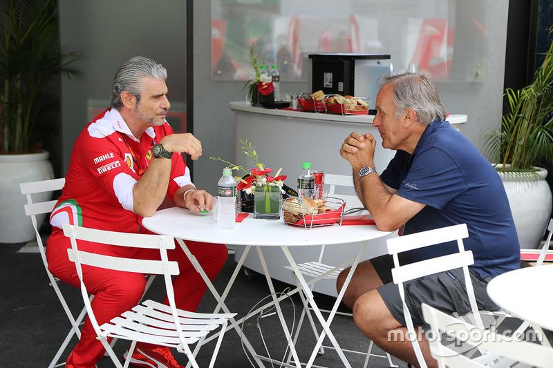 Giorgio Piola con Maurizio Arrivabene, director de Ferrari Team
