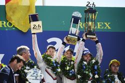 Podium: 1. Timo Bernhard, Earl Bamber, Brendon Hartley, Porsche Team