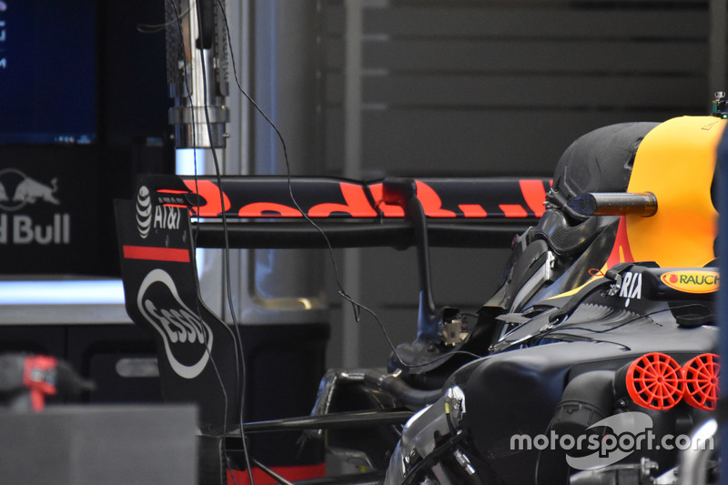 Red Bull Racing RB13, rear wing