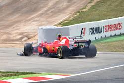 Kimi Raikkonen, Ferrari SF70H , collision damage on lap one