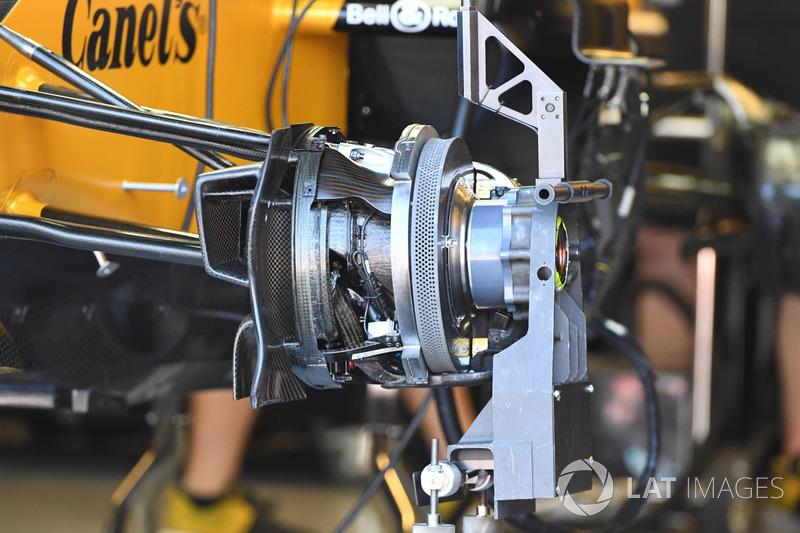 Renault Sport F1 Team RS1, detalle del freno delantero y neumático