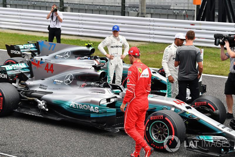 Valtteri Bottas, Mercedes AMG F1, Sebastian Vettel, Ferrari and Lewis Hamilton, Mercedes AMG F1 talks with Jenson Button, in parc ferme