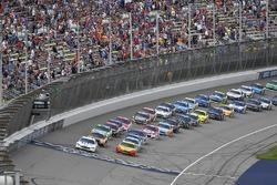Brad Keselowski, Team Penske Ford, Joey Logano, Team Penske Ford lead the field to the green flag