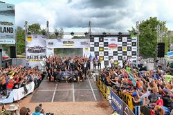Podium: Ott Tänak, Martin Järveoja, Ford Fiesta WRC, M-Sport with the team