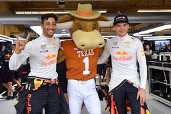 Daniel Ricciardo, Red Bull Racing and Max Verstappen, Red Bull Racing with Longhorns mascot in the R