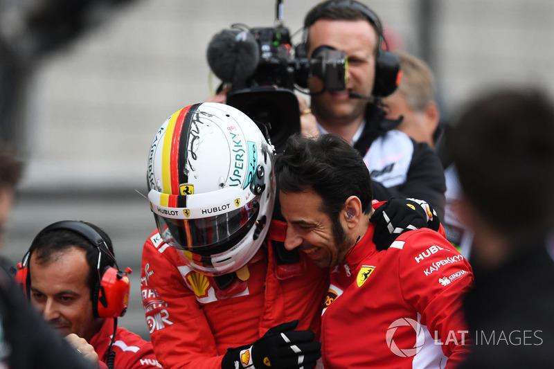 Le poleman Sebastian Vettel, Ferrari fête sa pole position dans le Parc Fermé