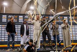 Il vincitore David Coulthard e Petter Solberg festeggiano sul podio