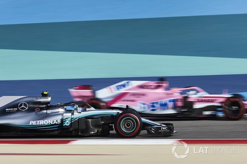 Valtteri Bottas, Mercedes AMG F1 W09, Sergio Perez, Force India VJM11 Mercedes