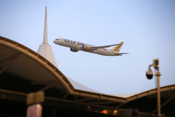 A Gulf Air Boeing 787-8 Dreamliner displays for the crowd