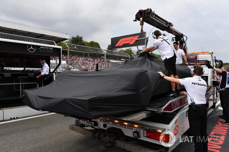 Mobil Lewis Hamilton, Mercedes-AMG F1 W09 di truk pengakut