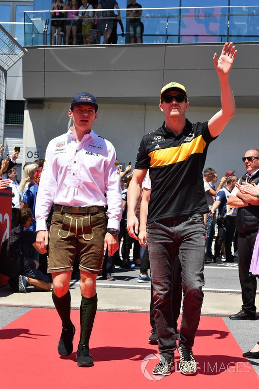 Max Verstappen, Red Bull Racing et Nico Hulkenberg, Renault Sport F1 Team lors de la parade des pilotes