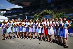 Oostenrijkse vrouwen poseren