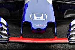 Scuderia Toro Rosso STR13, dettaglio del naso