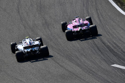 Lance Stroll, Williams FW41 ve Sergio Perez, Force India VJM11