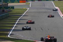 Kimi Raikkonen, Ferrari SF71H, Lewis Hamilton, Mercedes AMG F1 W09, et Daniel Ricciardo, Red Bull Racing RB14 Tag Heuer